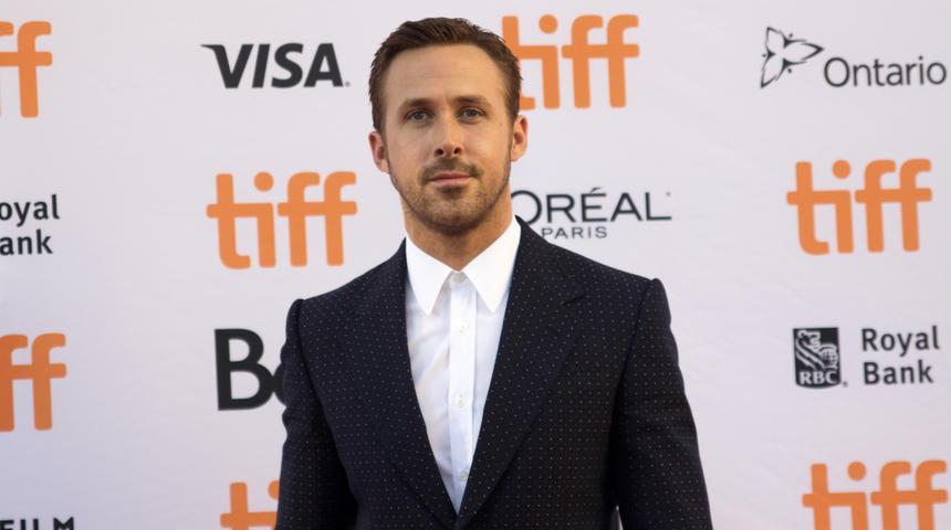 Ryan Gosling brille sur le tapis rouge de La La Land au TIFF 2016