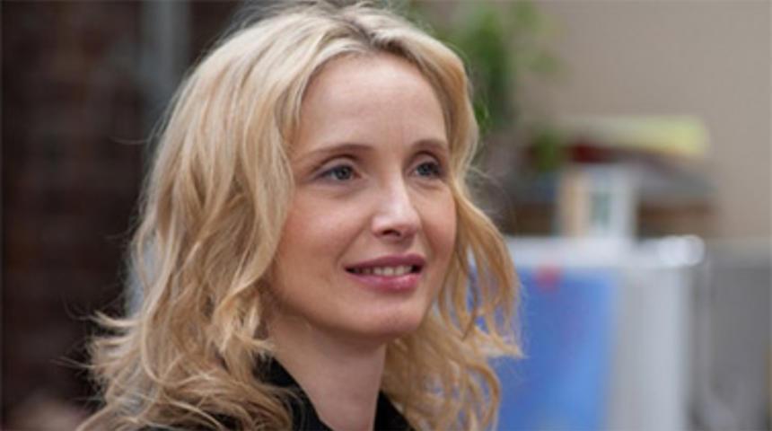Julie Delpy écrira le scénario de Cancer Vixen