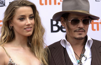 TIFF 2015 : Johnny Depp accompagne sa femme sur le tapis rouge de The Danish Girl