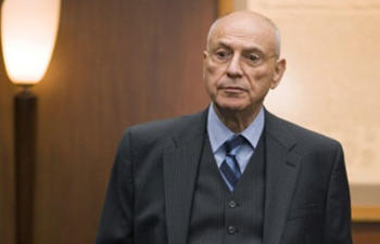 Alan Arkin incarnera un producteur hollywoodien